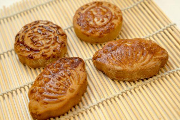 豆沙月饼_Mondkuchen mit Rotebohnen Paste Füllung-11