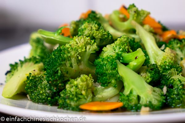 Gebratene Brokkoli mit Knoblauch (8 von 8)